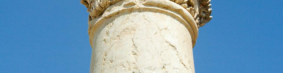 Kapitel koryncki z motywem liścia akantu
