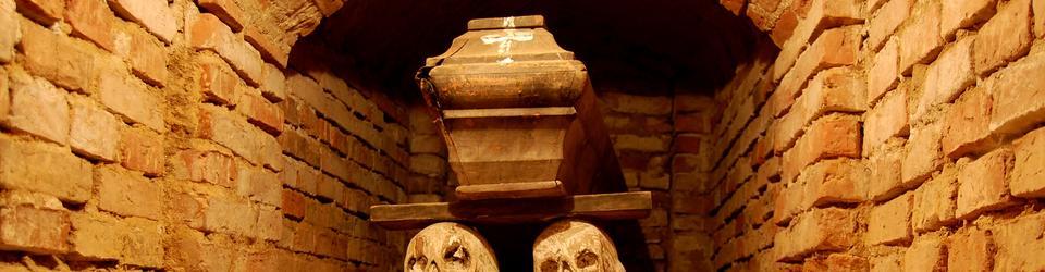 Krypta w podziemiach kościoła w Woli Gułowskiej